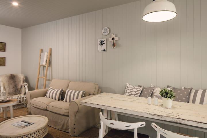 Four Bedroom Villa - Townsville City - Villa