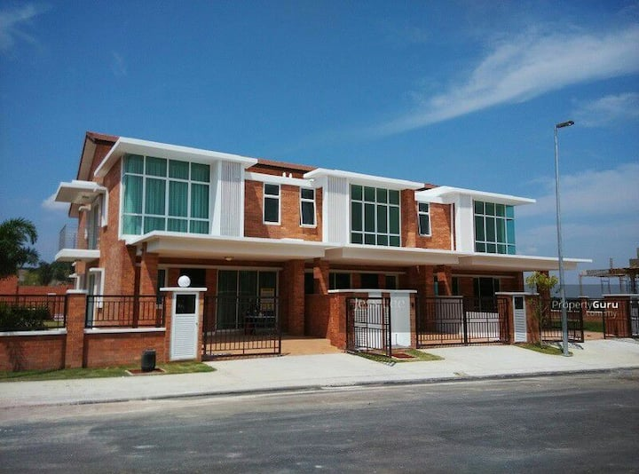 New/Classic Homestay@4 Rooms/5baths 2-Storey House