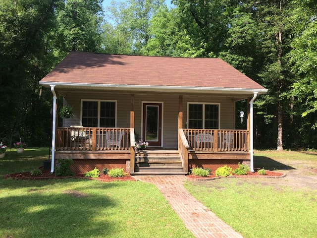 Country Cottage close to New Bern and Neuse River.