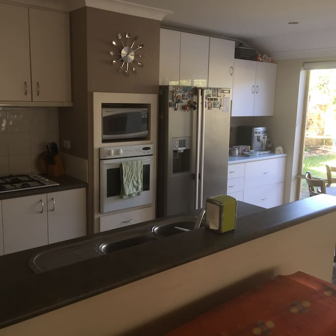 Shared kitchen for guest use, incl dishwasher and fridge with water and ice dispenser.
