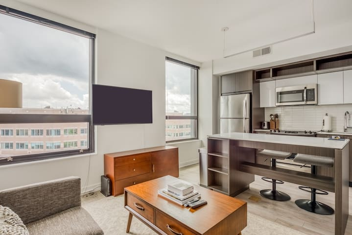Chic 1BR Apt in Reston with Parking + Pool