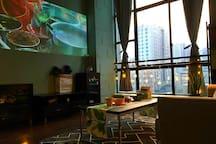 极米100寸投影,内置爱奇艺、芒果TV(海量电影、剧集及综艺),白天也可正常观影。就这样在家窝上一整天吧。