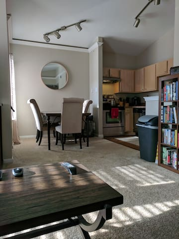 Cozy Apartment - 10-15 minutes from downtown!