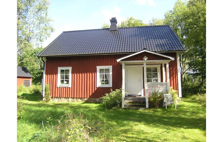Holiday cottage with 3 bedrooms on 120m² in Annerstad