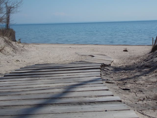 Lakebreeze Lodge is a short walk or drive to Many lovely beaches and lake views