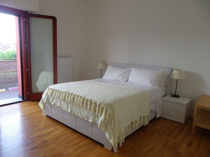 Bright, stylish, private room in Cividale centre