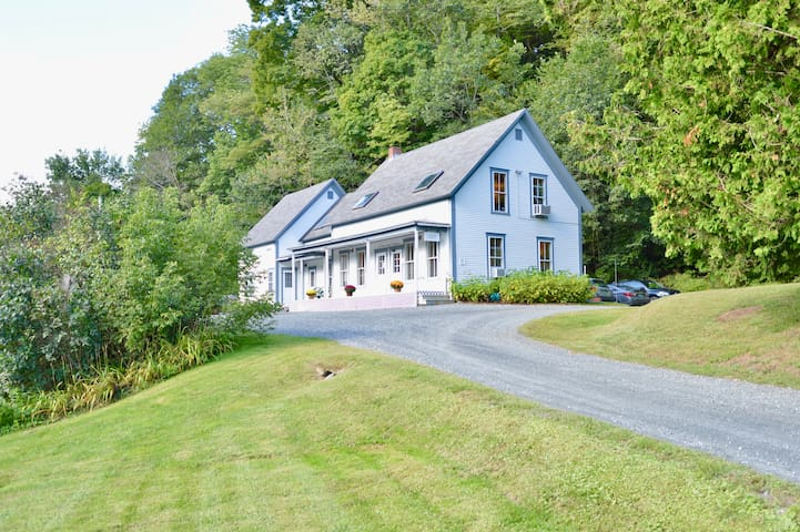 Riverview Retreat - Minutes from Dartmouth College