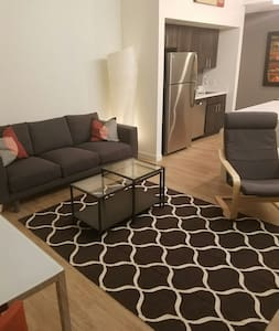 Luminous 2 br in trendy Brookside! - Kansas City - Appartement