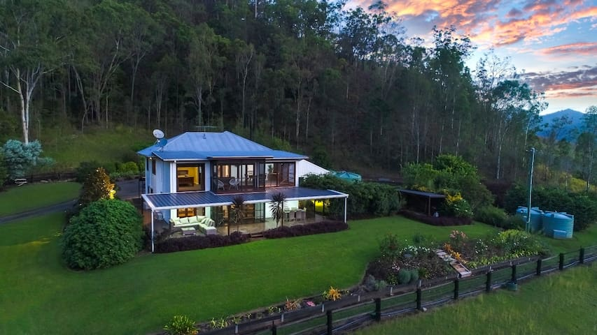 Canungra House - Perfect Country Getaway