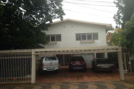 Casa completa e bem localizada em Marilia-SP - Marília - House
