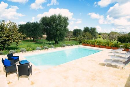 Trullo Pace: Amazing Trullo with Pool - Ceglie Messapica