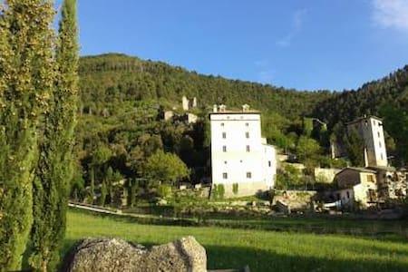 B&B CASTELLO GIRASOLE APPARTAMENTO ROSSO - Spoleto - Mobilyalı daire