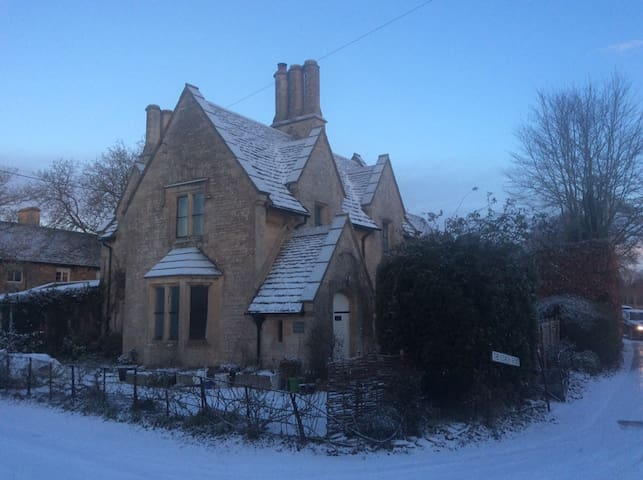 School House, Cottage in South Cotswolds - Gloucestershire - House