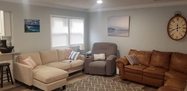 Downtown home w/large living space that sleeps 10