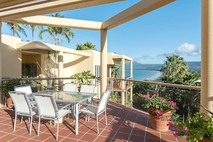 The Hill Apartment No.6 - Stunning Coral Sea Views