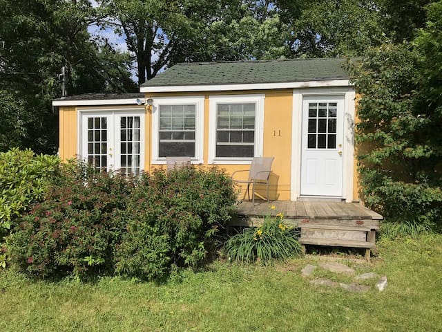 Quiet Little Yellow Cottage in Rockport