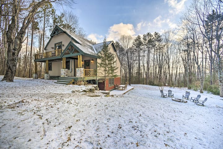 NEW! Mtn Home: 5 Mi to Downtown, 7 Mi to Skiing!