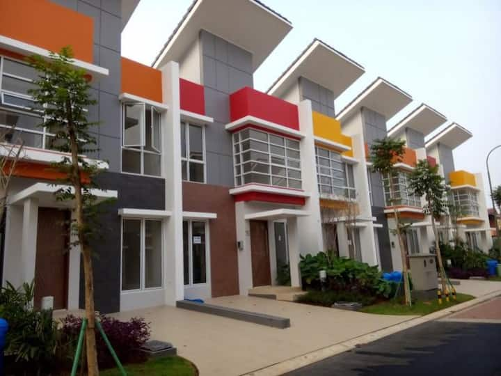 Guest House MILANO VILLAGE near to ICE BSD, QBIG