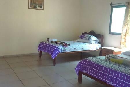 Habitación Amplia y Confortable con Baño Privado