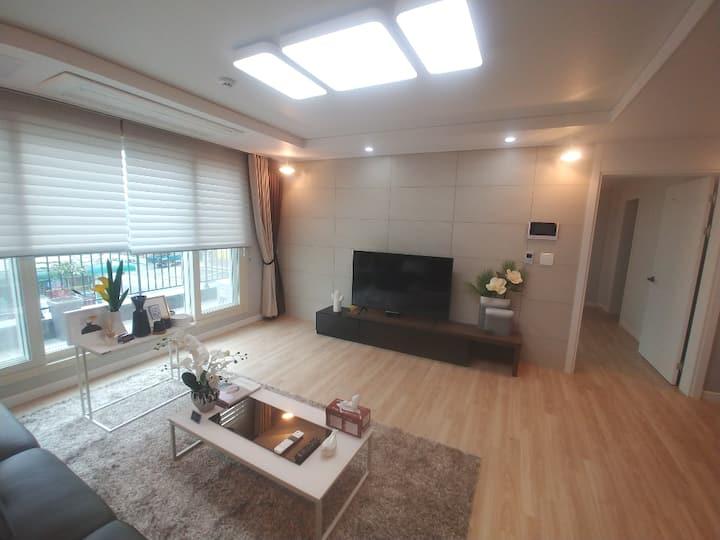 이뫼마루 아파트202호 (숙소는 35평형이며   방 3개,화장실 2개.테라스   구비)