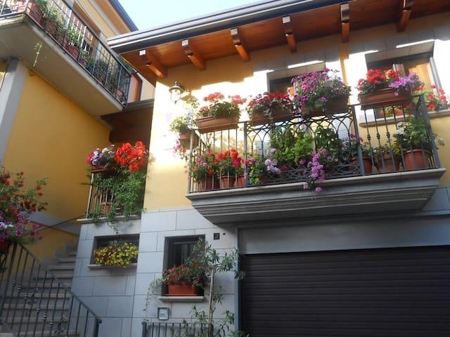 """Casa Vacanza I QUATTRO GIOIELLI """" Cantine Aperte """""""