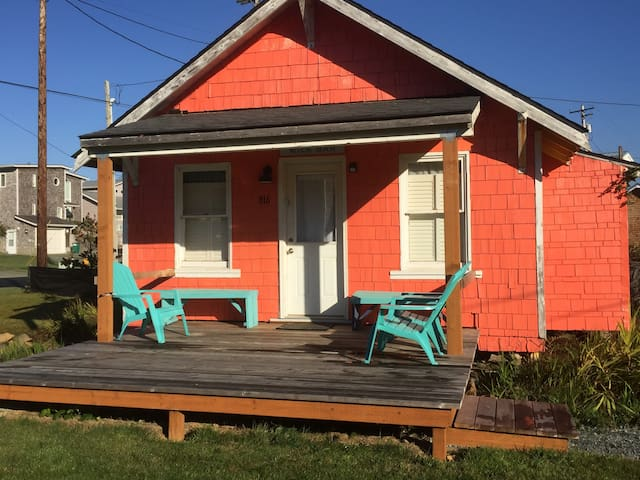 Rockaway Beach Cottage across the street to beach