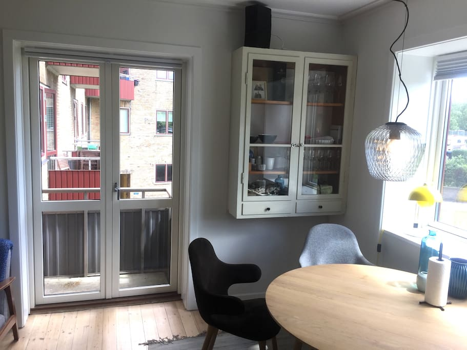 Livingroom + small balcony