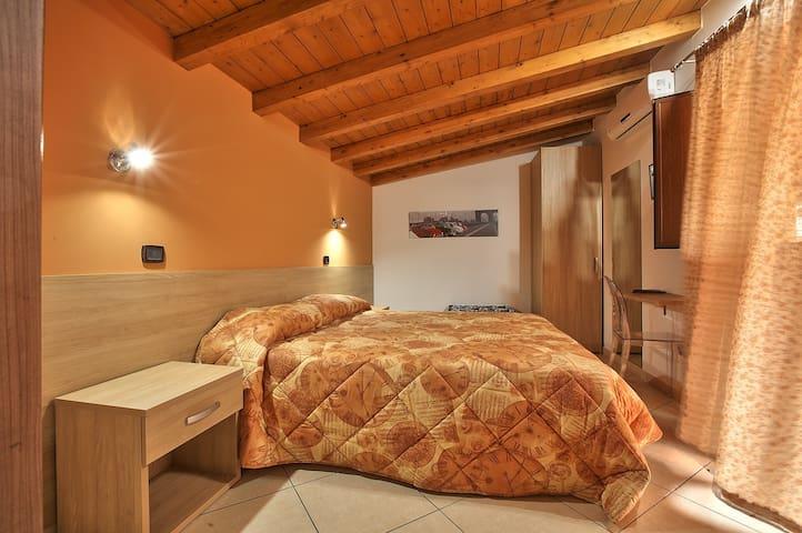 camera con terrazza - Barcellona Pozzo di Gotto