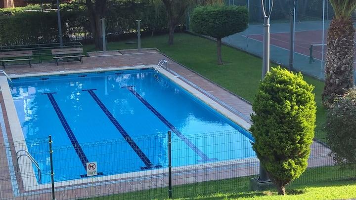Duplex, piscina, tenis, playa, gastronomia