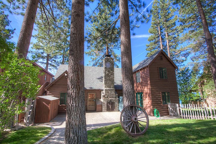 Lakefront Historic Cabin with Spectacular View - Glenbrook - Casa de campo