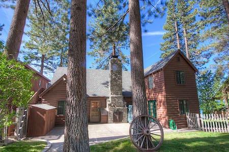 Lakefront Historic Cabin with Spectacular View - Glenbrook - Blockhütte