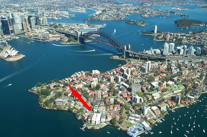 Amazing location next to  Kirribilli House and Admiralty House