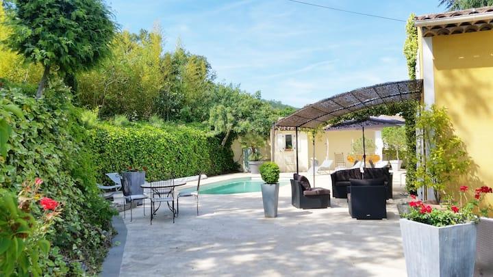 Villa tout confort piscine privée jardin 15mn mer