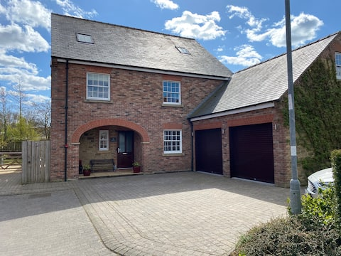 Double room in a beautiful house on the Wolds Way