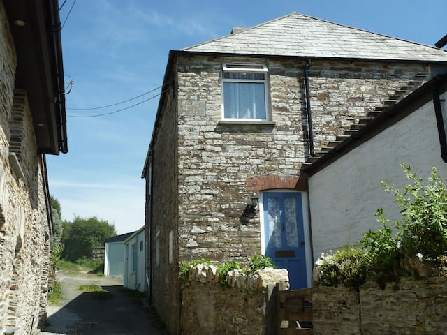 Two bedroom, traditional Cornish stone cottage - Tintagel - Huis