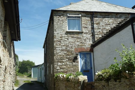 Two bedroom, traditional Cornish stone cottage - Tintagel - Rumah