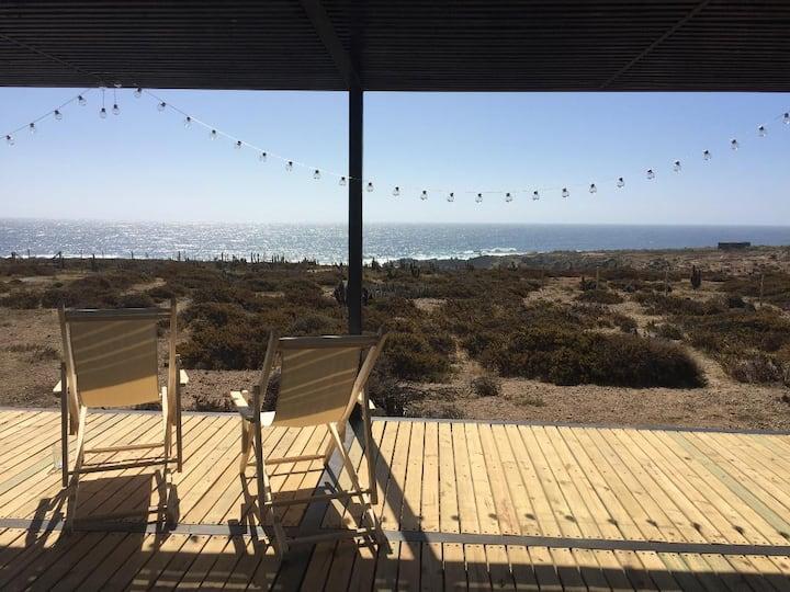 Casa con vista al mar y a 3 min a pie de la playa.