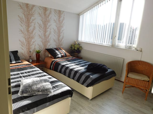Sleeping close to Eindhoven Airport - Veldhoven - Bungalow