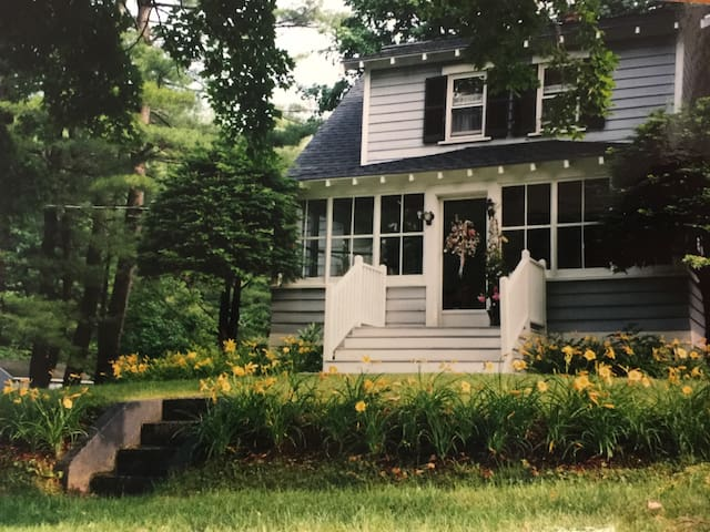 B+B - Great Lenox Location! Twin - Pittsfield - Bed & Breakfast