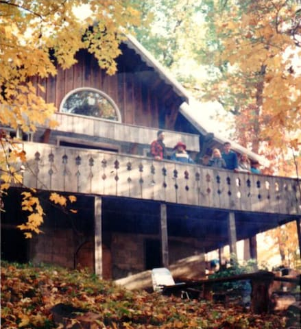Solid OLD STYLE  Swiss Chalet - Richland Center - Cabane