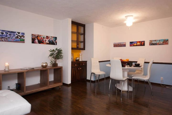 2 bdr in heart of West Hollywood - Los Angeles - Apartment
