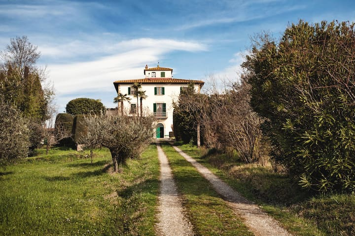 Rooms in a classical Tuscan villa - อาเรซโซ่