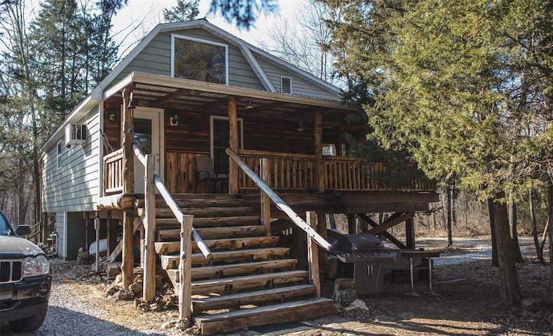 River-Front Cabin and Bunkhouse