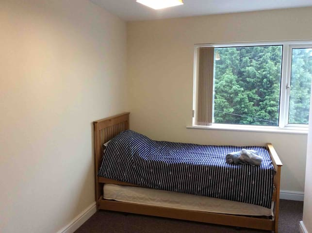 Second single bedroom may Sleep 2 kids/adults over a weekend ONLY using the Trundle bed.