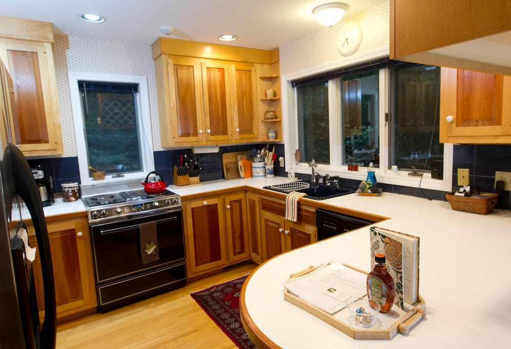 Gourmet chef's kitchen with maple cabinets.