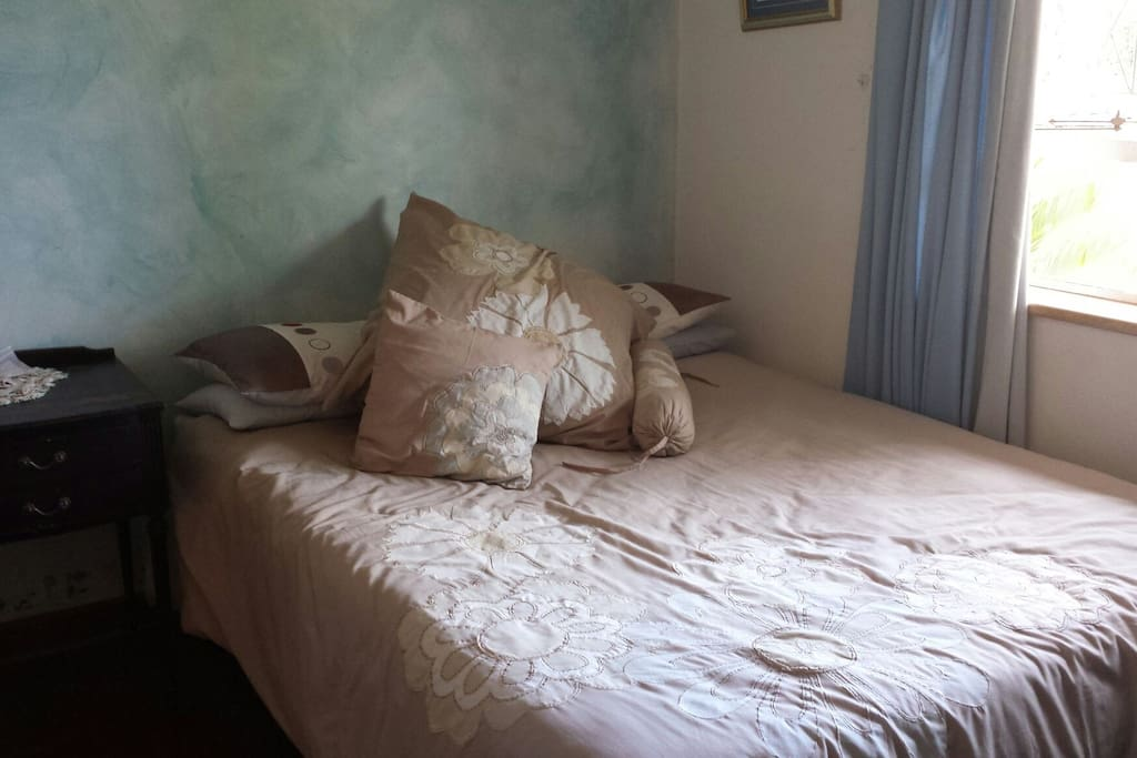 Comfortable double-bed with garden view!
