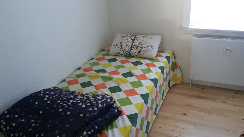 Small & cozy private room - Aalborg - Departamento