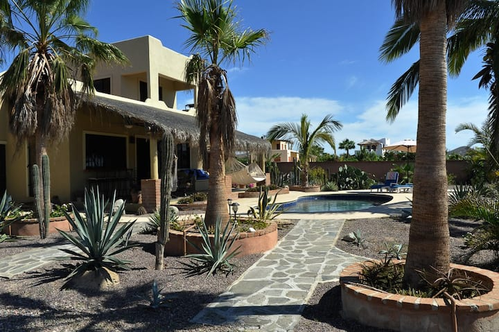 Peaceful Private 3br/4bth w/Pool and Oceanview