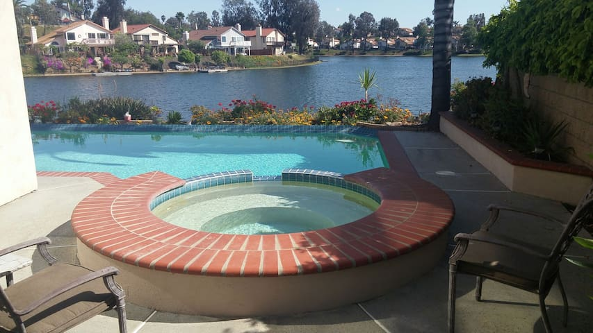 Welcome To The Lake 1 Queen\w full private bath - Moreno Valley - Casa