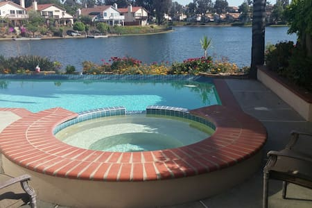 Welcome To The Lake 1 Queen\w full private bath - Moreno Valley - Haus